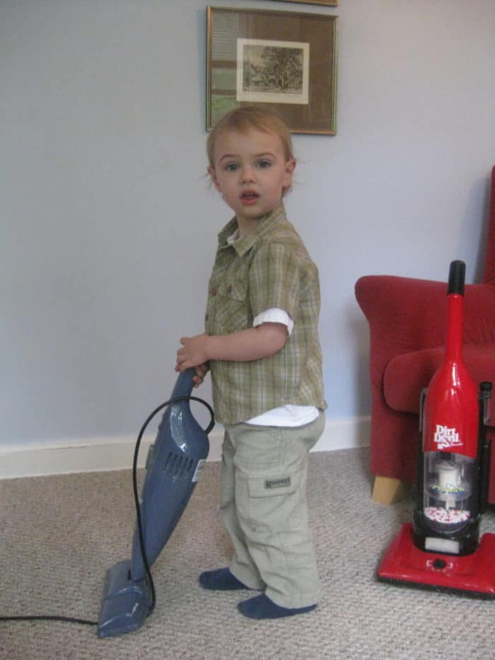 My Favorite Small Vacuum: Bissel Featherweight Bagless Vacuum