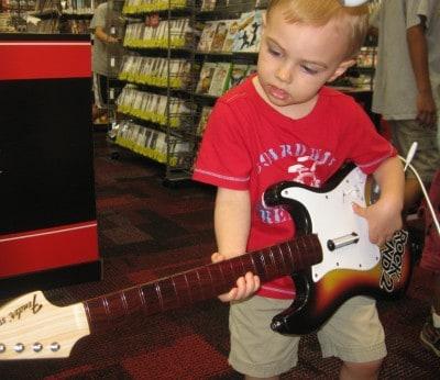 L guitar mall