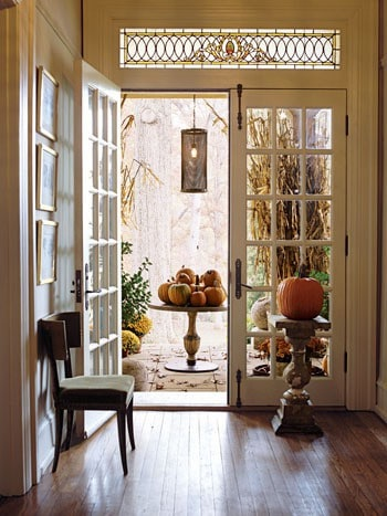 entryway decorating for fall and Halloween - Dagmar*s Home