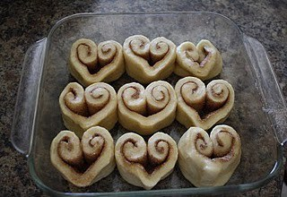 DagmarBleasdale.com: heart-shaped cinnamon roles, Valentine's Day idea
