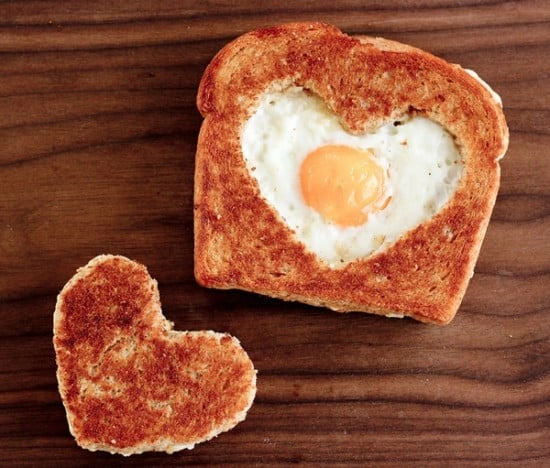 DagmarBleasdale.com: heart-shaped egg in toast