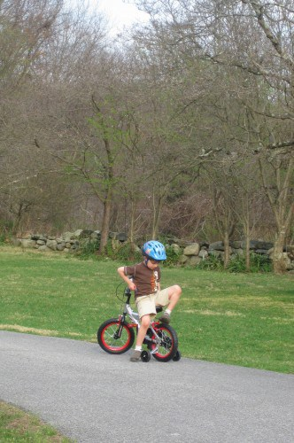 What is the average age a child starts riding a two-wheel ...