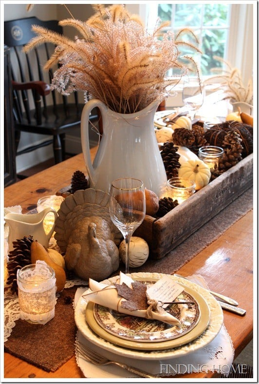 http://www.dagmarbleasdale.com/2012/11/8-last-minute-diy-thanksgiving-table-settings-and-decor/