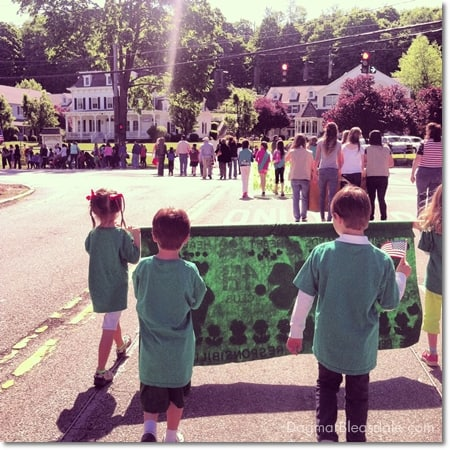4-H kids marching in Memorial Day parade 2013