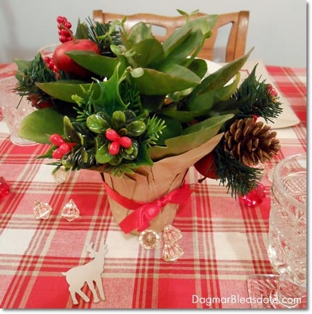 inexpesive Christmas table decor