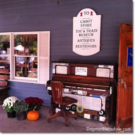 Queechee Gorge Village general store, Vermont