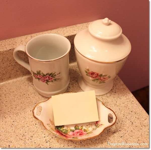 cottage bathroom decor