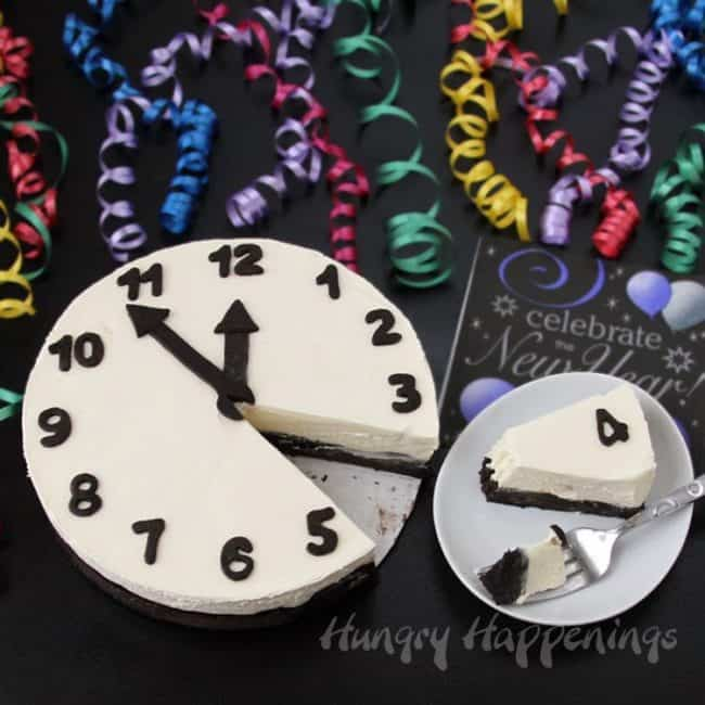 New year's Eve clock cake decor