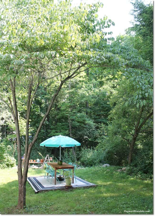 inexpensive pallet deck with outdoor rug, DagmarBleasdale.com