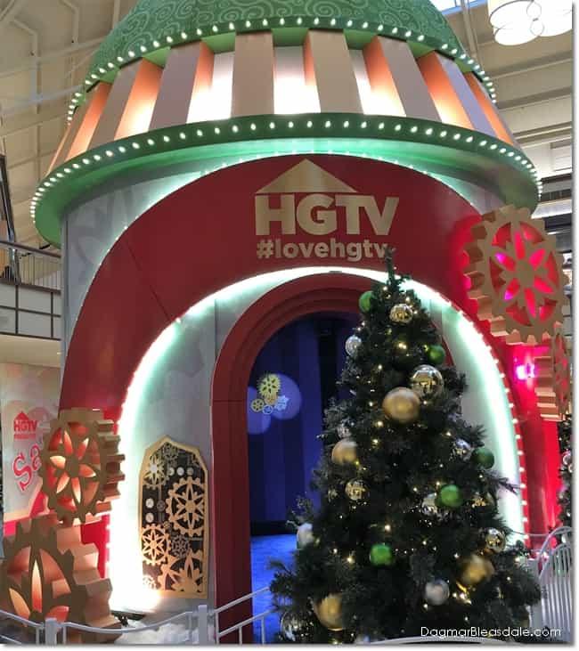 HGTV's SantaHQ at Danbury Fair Mall, CT, DagmarBleasdale.com