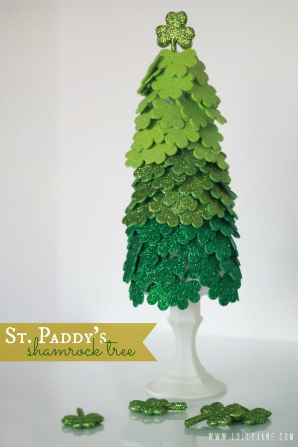 St. Paddy's green shamrock tree, a simple DIY project for the rainy days in March.